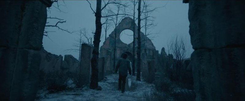 La Chiesa in rovina è stata costruita per il film, così come il forte, il villaggio Pawnee e la montagna di teschi di bufalo.