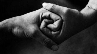 """""""Tutti per uno"""": partecipazione e unione nel singolo"""