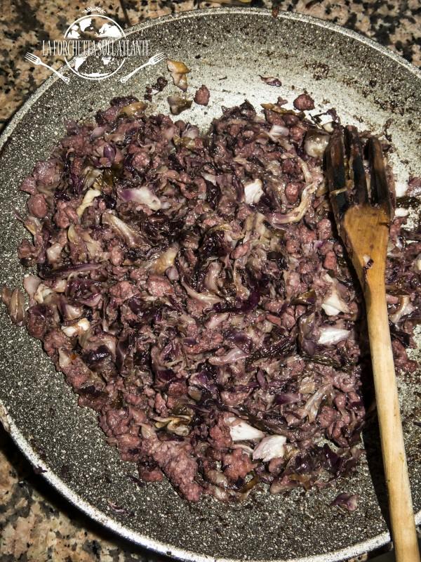 ricetta tagliatelle fresche all'uovo con radicchio e salsiccia da la forchetta sull'atlante