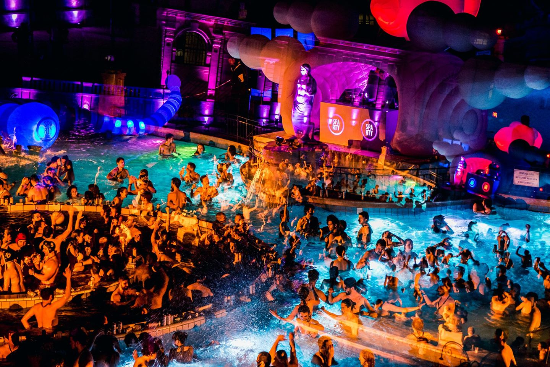 Szechenyi-Baths-Spa-Party-Budapest