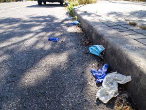 mascherine sanitarie usate abbandonate in strada
